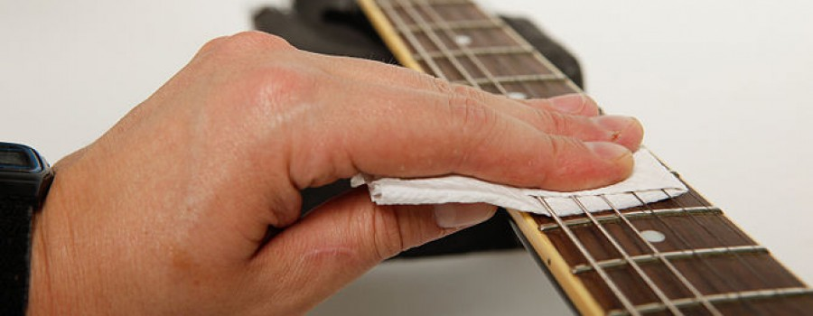 Vệ sinh và bảo quản dây đàn guitar như thế nào?